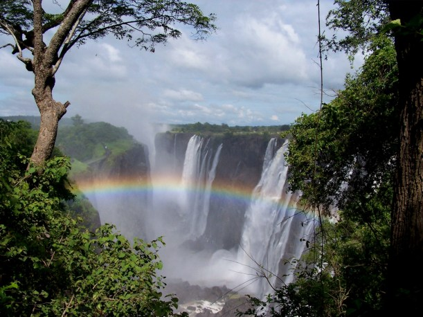 4. Victoria Falls w rainbow, Mosi-oa-Tunya NP, Zambia side